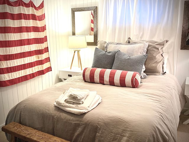 Basement Flag Room with Queen Bed