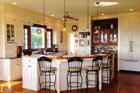 Panoramic Homestead - Elkton - House