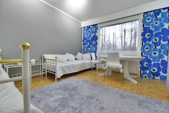 Tämä huone soveltuu myös lasten käyttöön.  In the second bedroom there are two single beds and a working table. Room is equipped suitable for kids as well.