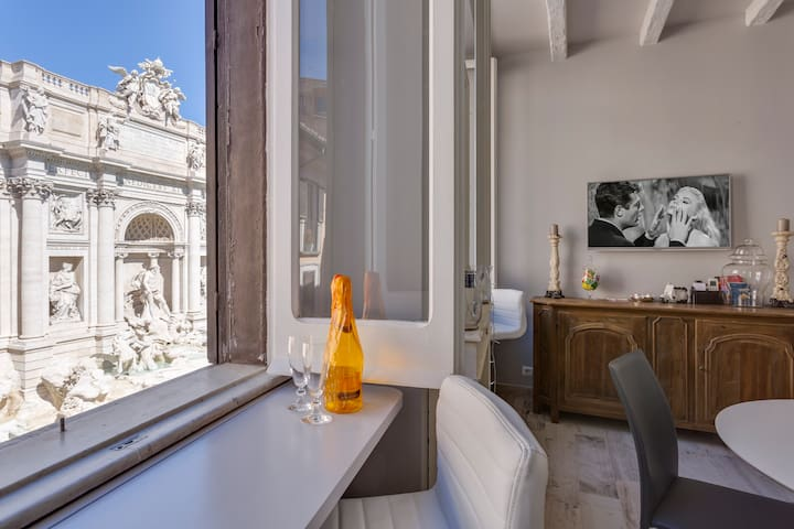 Fontana di Trevi, stunning frontal view