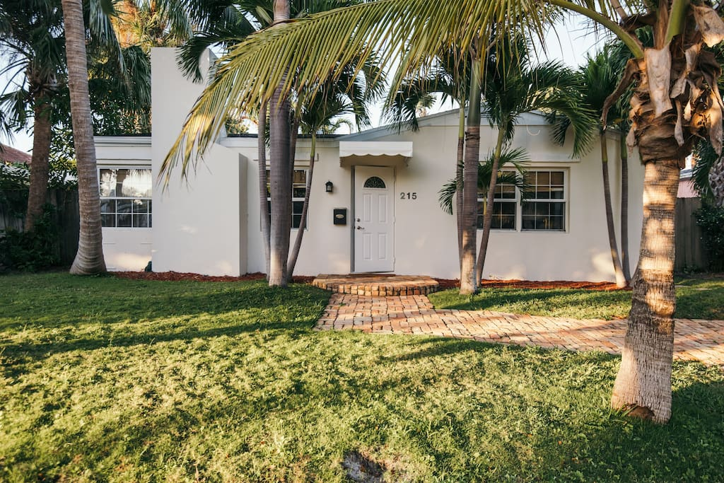 Elegant 2 Bedroom Cottage On Intercostal Houses For Rent In West Palm Beach Florida United