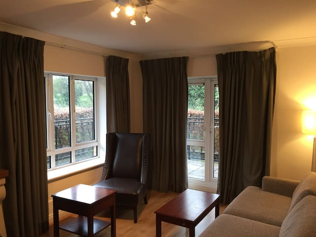 Beautiful mod 2 Bed property 10 min from city cent