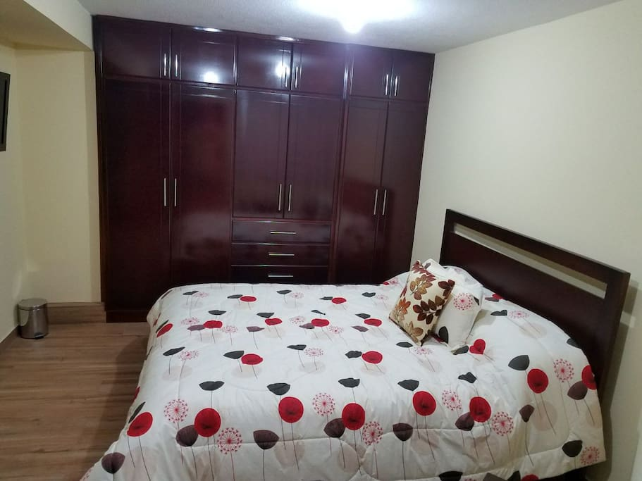 Dormitorio con cama XL