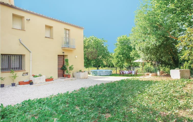 Holiday cottage with 4 bedrooms on 135m² in La Vall Llerss
