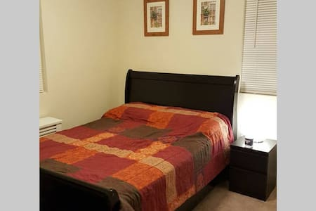 A private , furnished room clean and cozy! - Hackensack