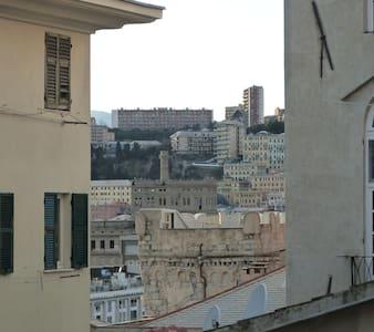 STANZA LUMINOSISSIMA VICINO ALL'ACQUARIO - Genova