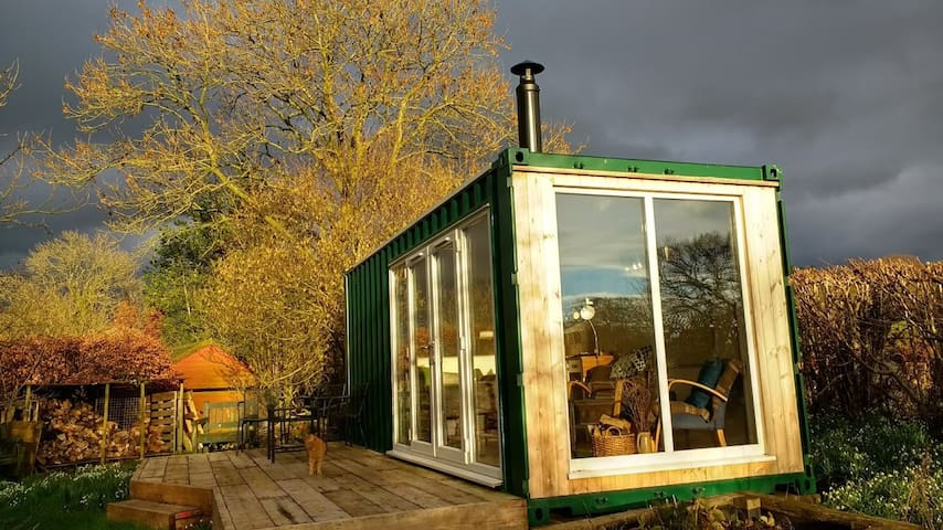 The Shipping Container, Springwell