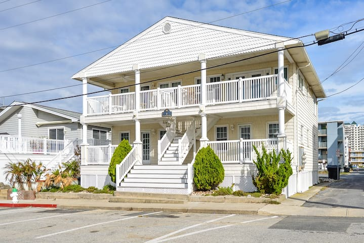 Charming 1st floor ocean block condo just steps from the ocean!