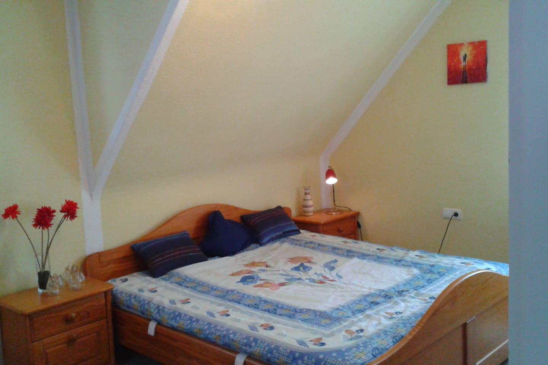 Doppelbett/ double bed 1,80x2,00m