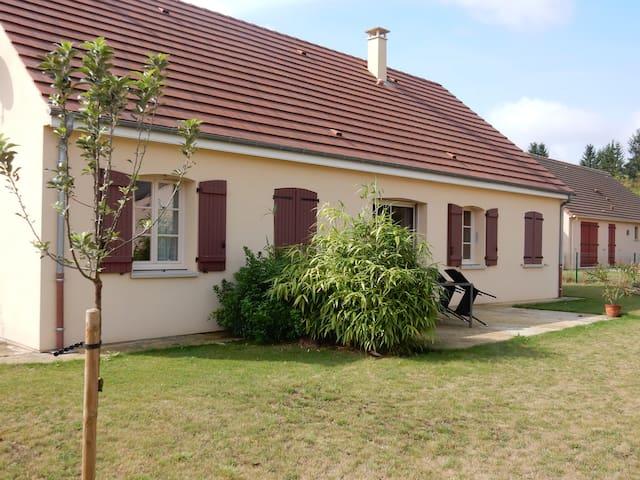 Chambre privée dans pavillon recent - Val-de-Mercy - Huis