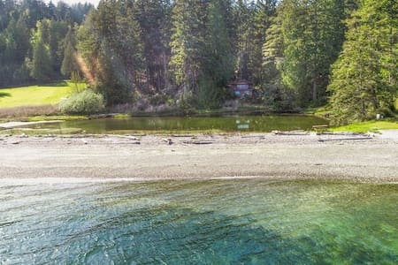 Hood Canal Beach House 2 w/ Big Outdoor Amenities