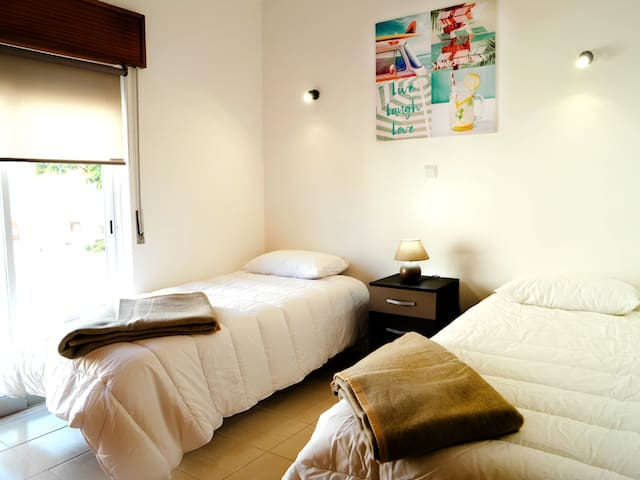 Twin/Double Room with Shared Bathroom - 2