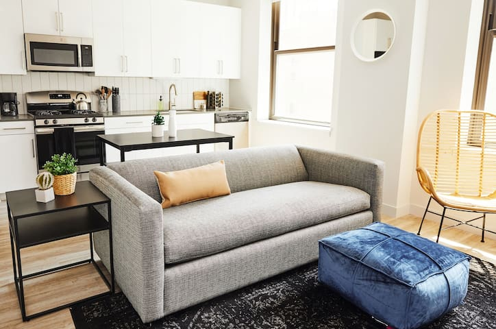Gehry Glitz - All Amenities One Bed by Short Stay