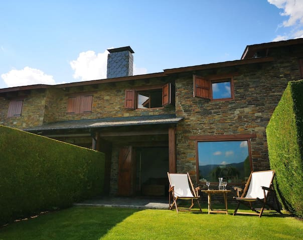 Wonderful  House with garden and fantastic views