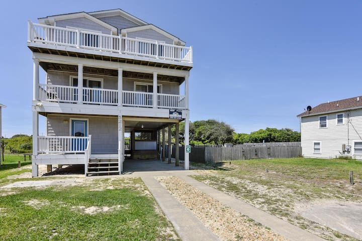 The Great Escape -- Pet Friendly 5 BR Home in Kitty Hawk with Private Pool and Hot Tub