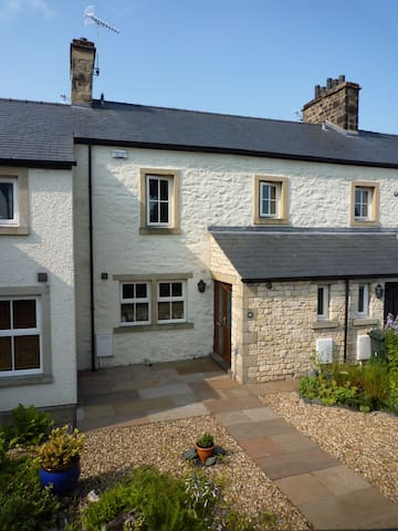 Old Bridge Inn, now a modern comfortable cottage - Ingleton - บ้าน