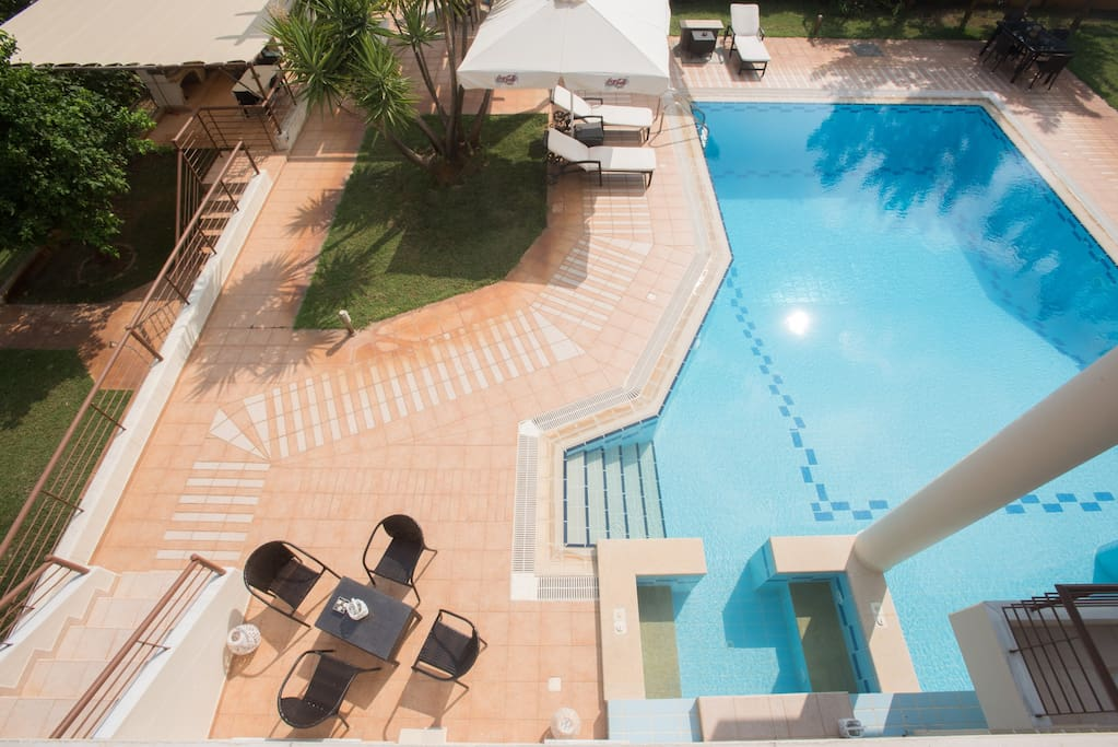 Full furnished graden and swimming pool with jacuzzi and waterfall