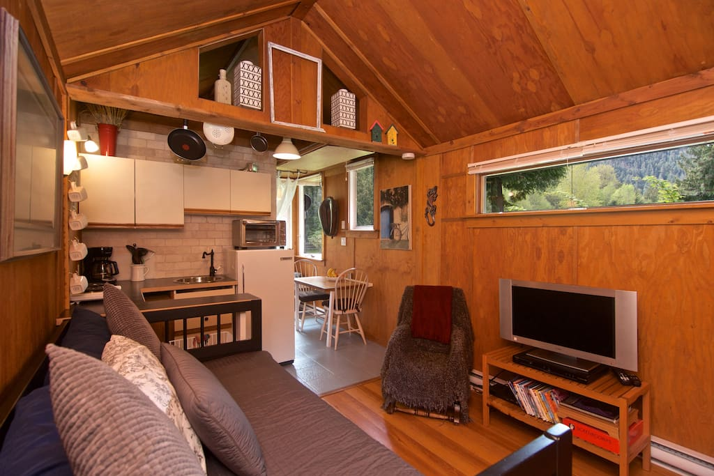 Cozy self contained cabin tiny houses for rent in for Self contained cabin