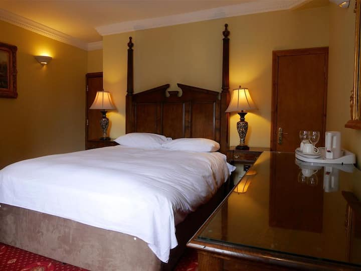 Double Executive Ensuite Room@ Bella Vita Hotel