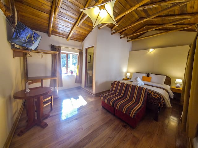 RIVERSIDE QUEEN ROOM OLLANTAYTAMBO