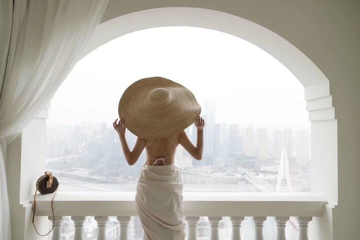 解放碑商圈洪崖洞高空江景投影浴缸拱门玻璃屋蓝风苓《西西里》