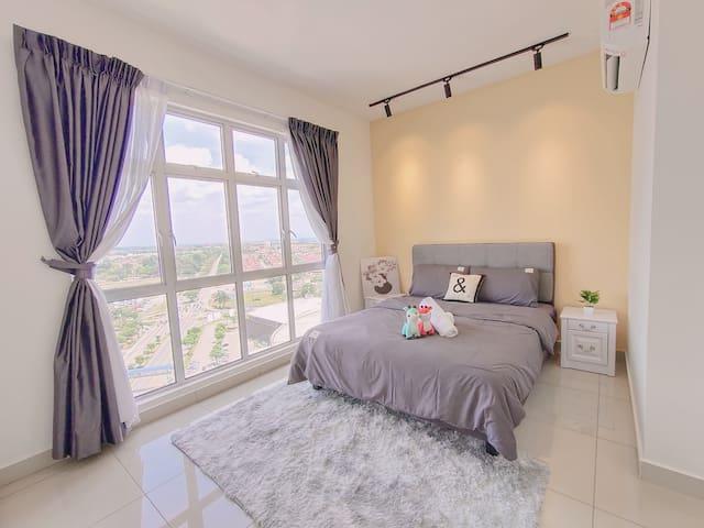 Master room with high floor view