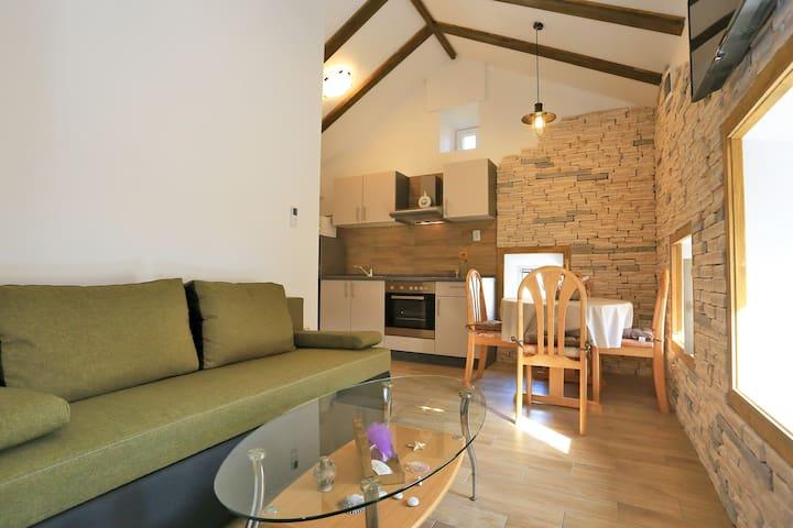 Dalmatinska kamena kuća - Apartman Lucija