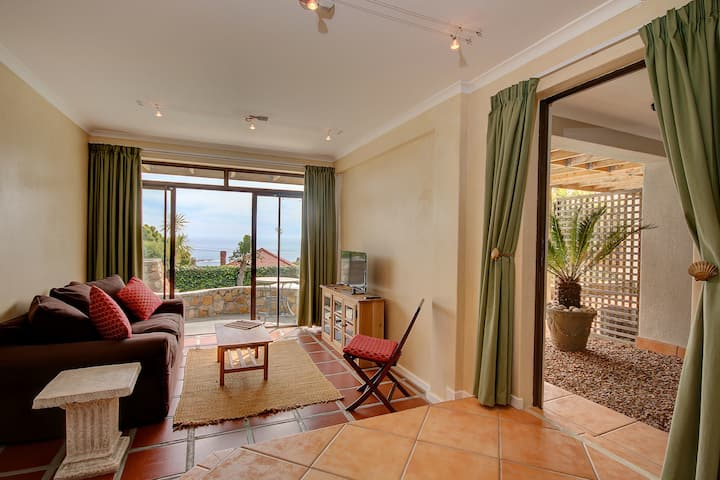 3. Camps Bay, Spacious, Private, Sunny, Unit 3