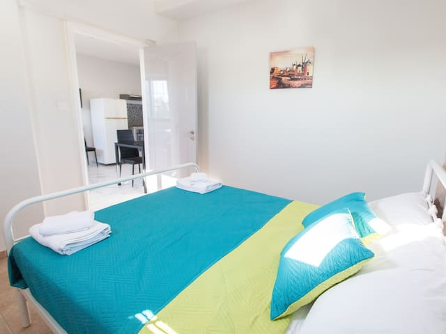 Must Stay 3-bed apt 100m from the sea (Ref: 202)