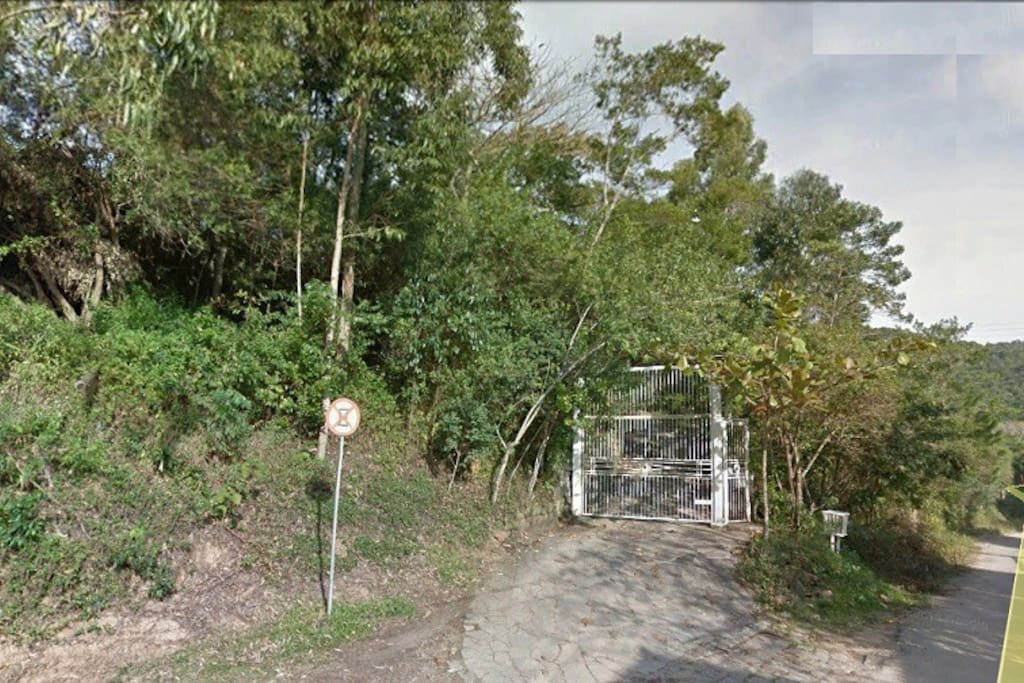 Portão de entrada da casa