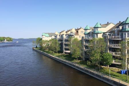 Condo with Water View / Condo avec Vue sur l'Eau - L'Île-Perrot - Wohnung