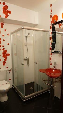 Alight and fresh bathroom