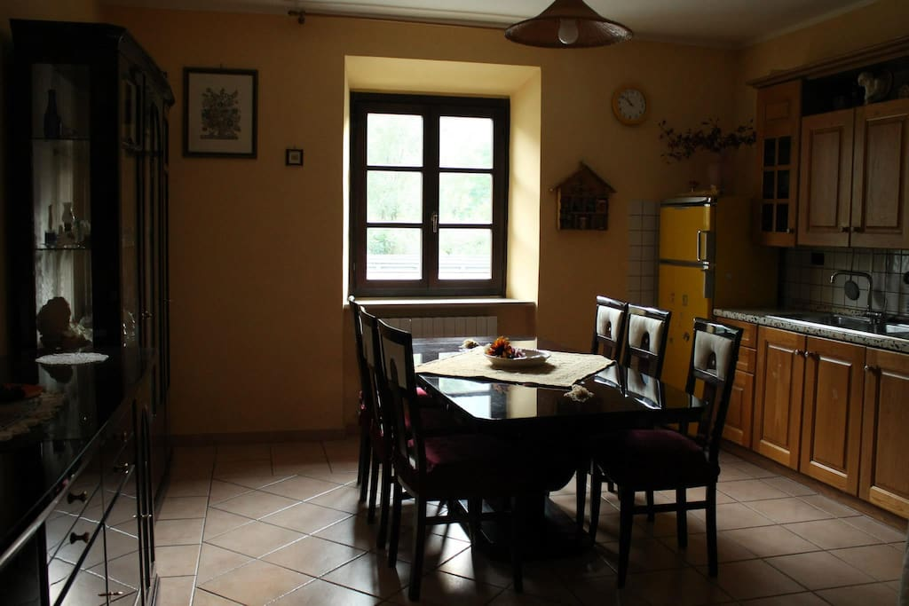 Sala da pranzo e cucina in comune