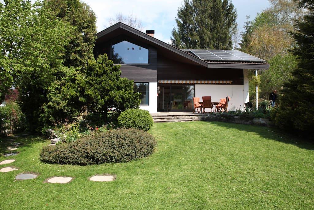 Das Haus verfügt über zwei großzügige und komfortable Ferienwohnungen.