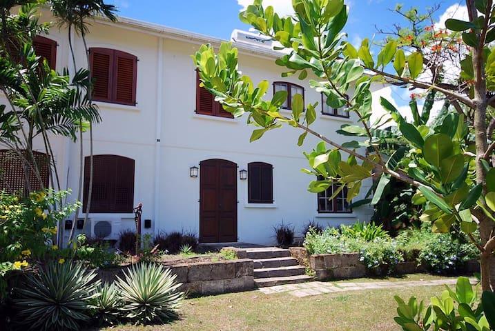 Cee Cee 2 Bedroom Apt on West Coast - Gibbes - Apartamento