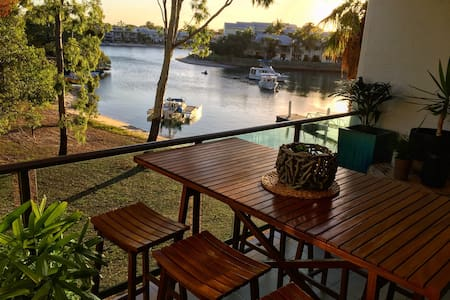 river straight infront of the door - 努沙岬(Noosa Heads)