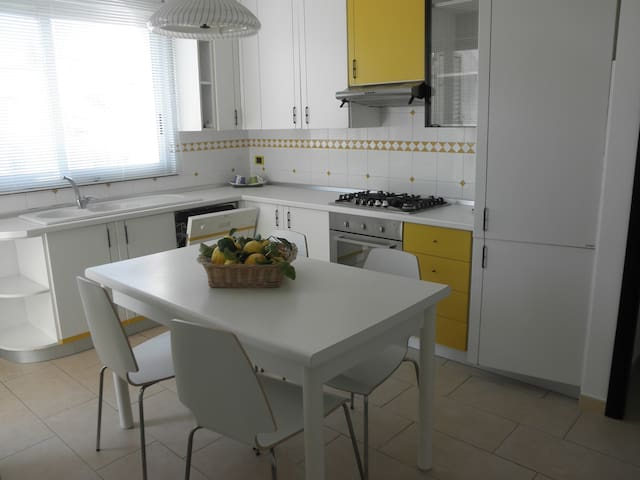 Bright, cozy and central apartment - Gioiosa Marea - Daire