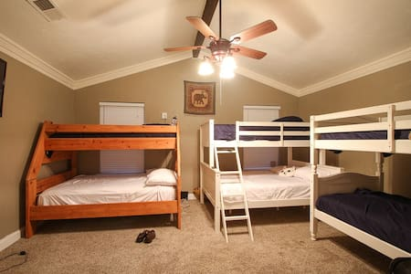 DFW Airports #1 crashpad-Hostel - Euless - House