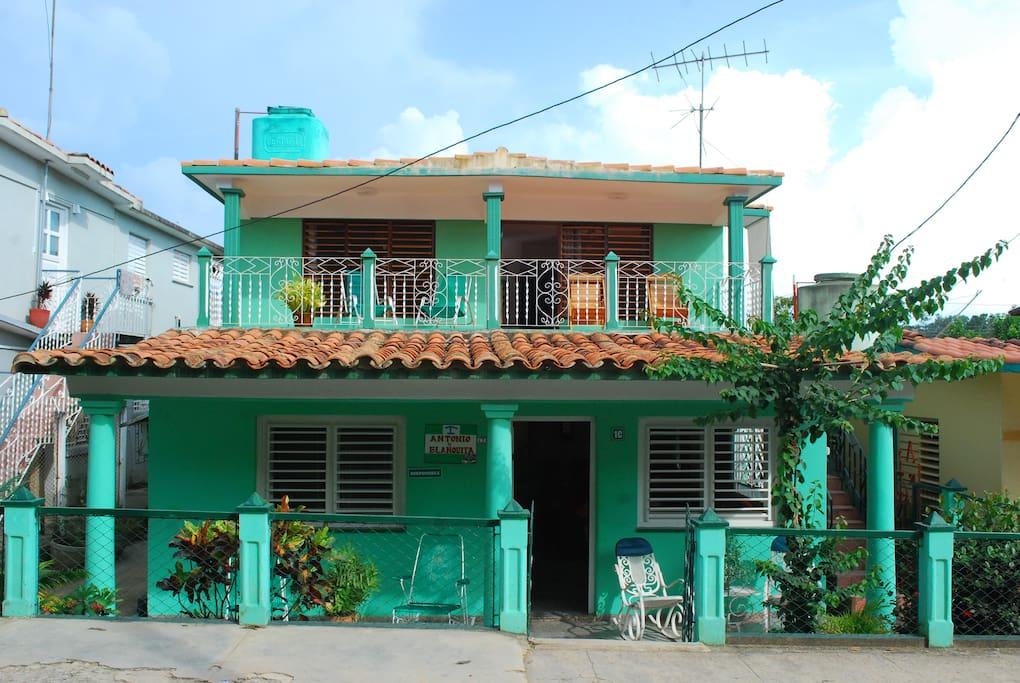 Villa Antonio y Blanquita