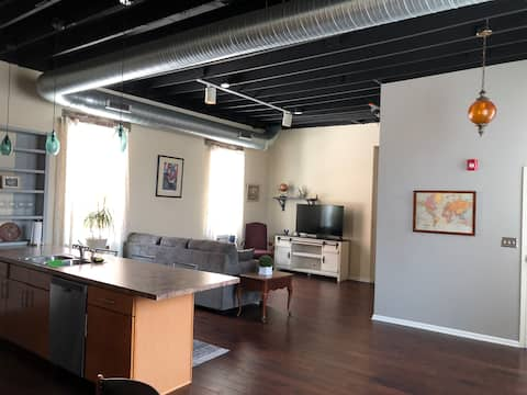 Maxwell-Commons #105, New Castle IN, 2bd2bth dwntn