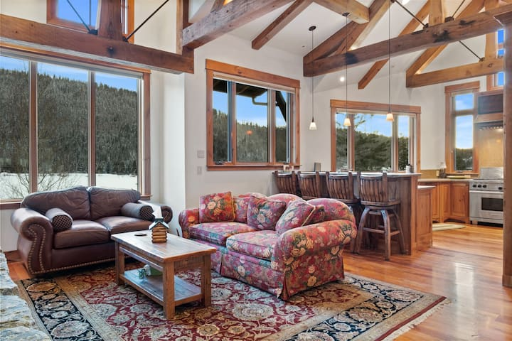 Sun-Drenched and Welcoming Home with Gorgeous Views and Privacy Just a Short Distance from Town