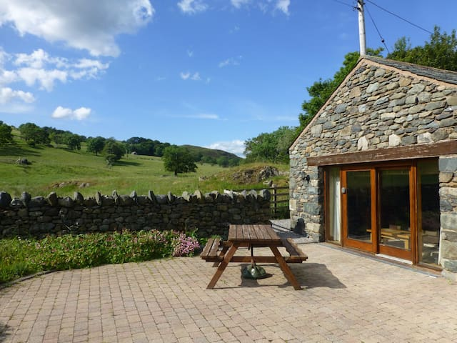 HILLTOFT BARN, Mary Meadow's, Dockray, Ullswater - Ullswater - Casa