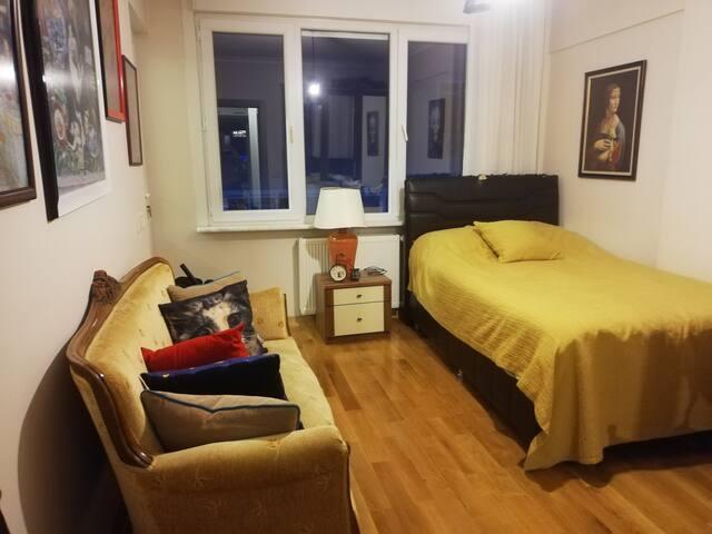Private Room on Moda Street(Moda Caddesi), Kadıkoy