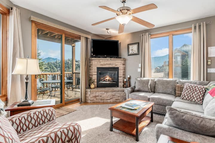 Mount Cirrus 10B - 2 Br condo with private hot tub, Marys Lake and mo