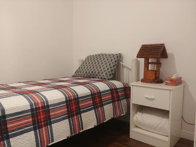 Maison Fleurie #1 lit simple pour une personne.