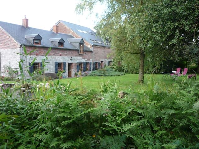 Taille à genettes  cadre champêtre - Froidchapelle - Wohnung