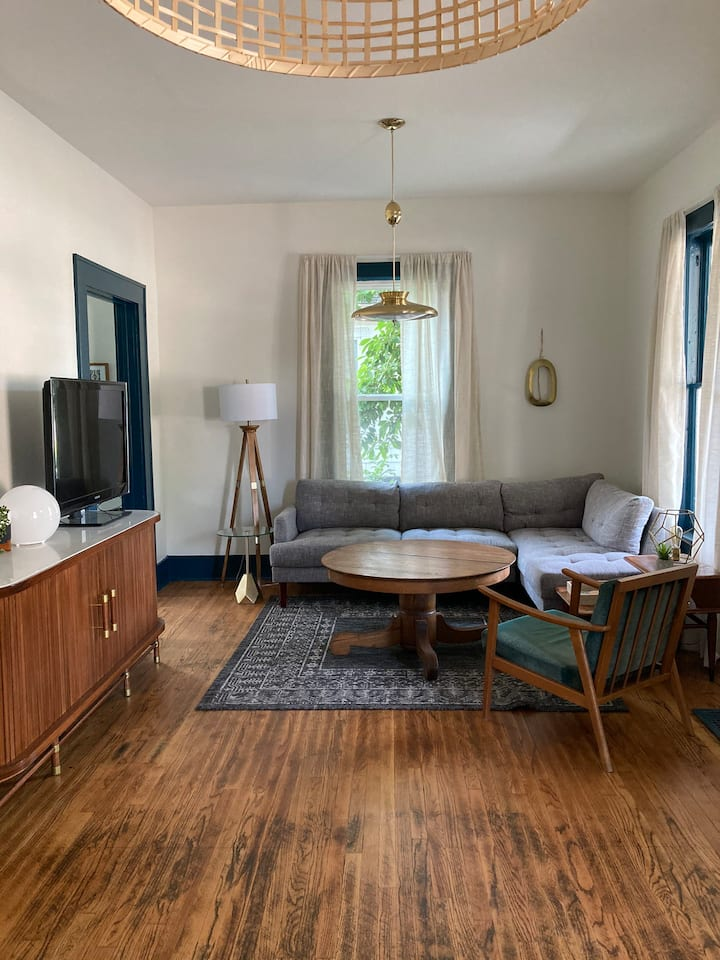 Notre Dame Boutique 1-Bedroom in trendy East Bank