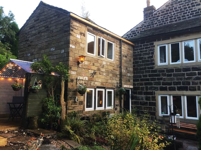 Pots and Pans Cottage, Uppermill, Saddleworth