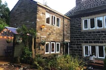 Pots & PansCottage is a quirky and cosy L-shaped 18th Century Weavers cottage