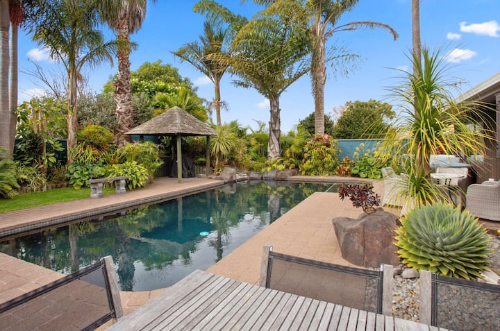 Secluded Poolside Paradise - Great Location